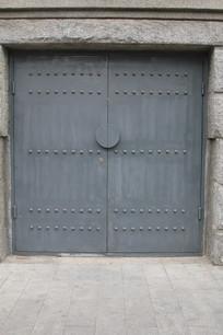 灰色铁艺大门