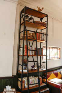 放满书的书架