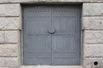 灰色乳钉铁艺大门