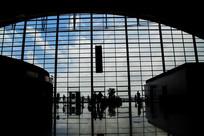 航站大厅外蓝天