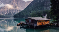 湖面上的房子