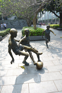 厦门鼓浪屿足球孩子铜像
