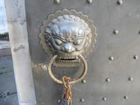 大门上的狮子门扣