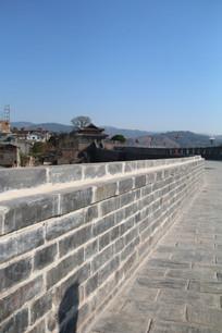 蓝天下的古城墙