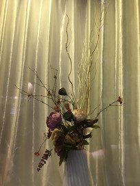蛋糕做的瓶子与花卉