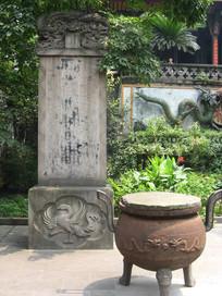 青石古刻碑与铸铁象腿香炉