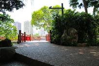 广州东山湖公园九曲桥桥头入口