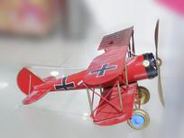 红色老式飞机