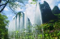 山间的喷泉风景图片