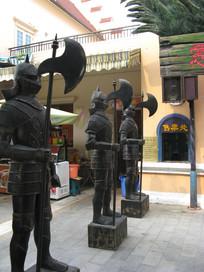 手持利斧中世纪士兵雕塑