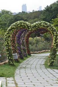 五彩心形花环拱门