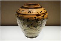 金磁州窑白釉褐彩花卉纹罐