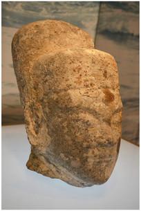 明代石雕头像