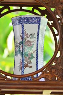 牡丹荷图案青花瓷花瓶