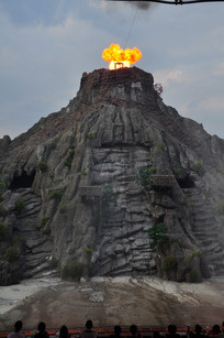 喷火的火山