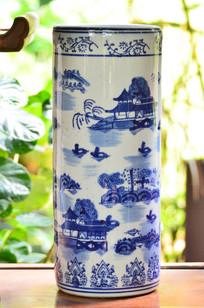 山水图案青花瓷花瓶