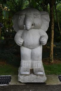 可爱的卡通石象雕刻