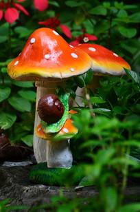 蘑菇蜗牛雕塑图片