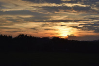 夕阳西下的乡村风光