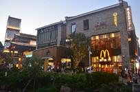 夜幕的古城建筑图片