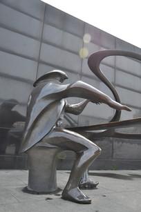 弹钢琴的人的雕塑