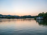 黄昏下的丰湖