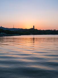黄昏下的惠州西湖倒影景观