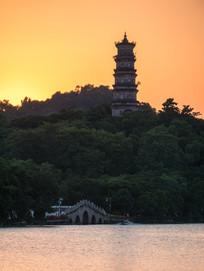 黄昏下的惠州西湖风景区