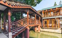 水上的木桥