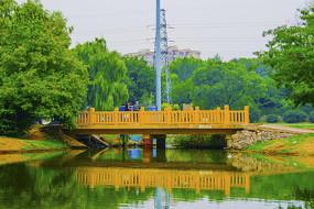 万泉公园湖上石桥
