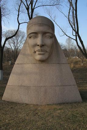 非洲妇女尼罗河雕像