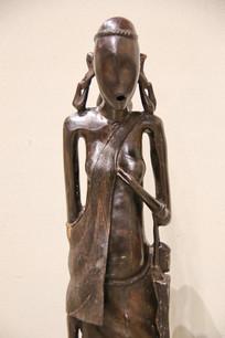 非洲木雕少女雕像
