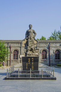 少年周恩来雕塑全景与读书旧址