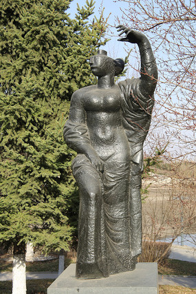石雕胜利与与和平妇女雕像