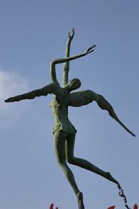 铜雕带翅膀的少女雕像