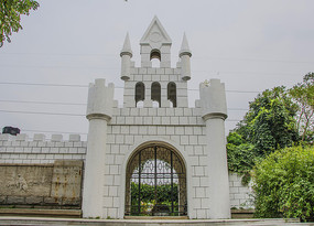 万泉公园游乐园城堡式的门楼