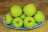 一盘黄元帅苹果