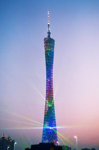 傍晚的广州塔灯光
