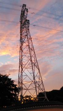 红霞与高压线铁塔