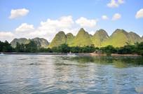 蓝天白云山峰河流风景