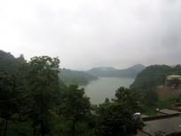 山里的湖泊