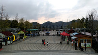 时光贵州景区滨湖广场