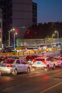 晚上高峰期的交通
