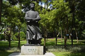中国人的脊梁鲁迅先生雕塑