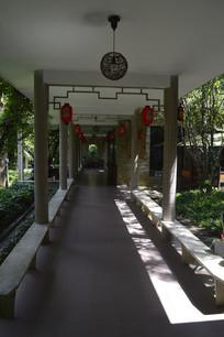 凉亭内部环境摄影图