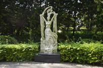 飘带女子雕塑