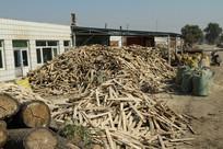 小镇上的木材加工厂