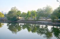 秀丽的湖泊树木风光