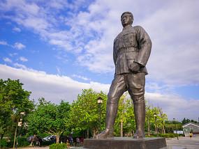 邓演达雕像