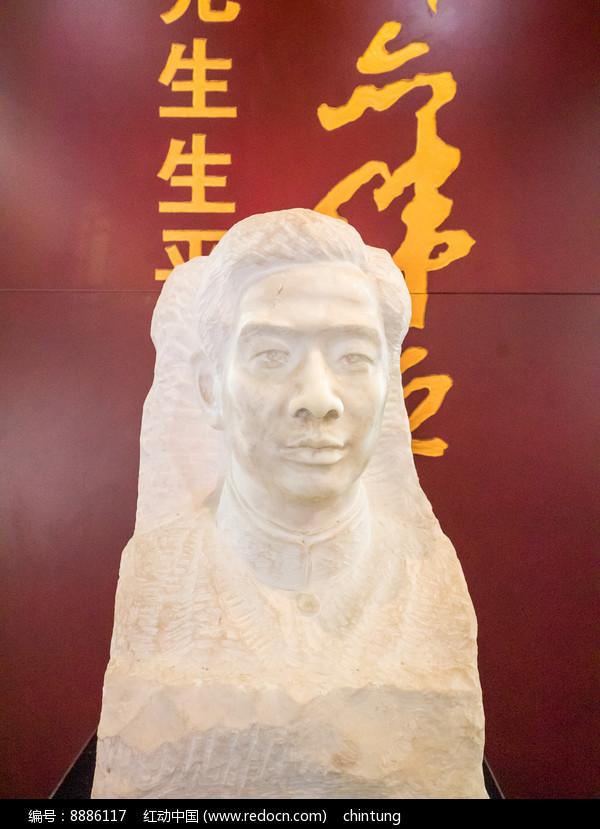 邓演达头像雕塑图片